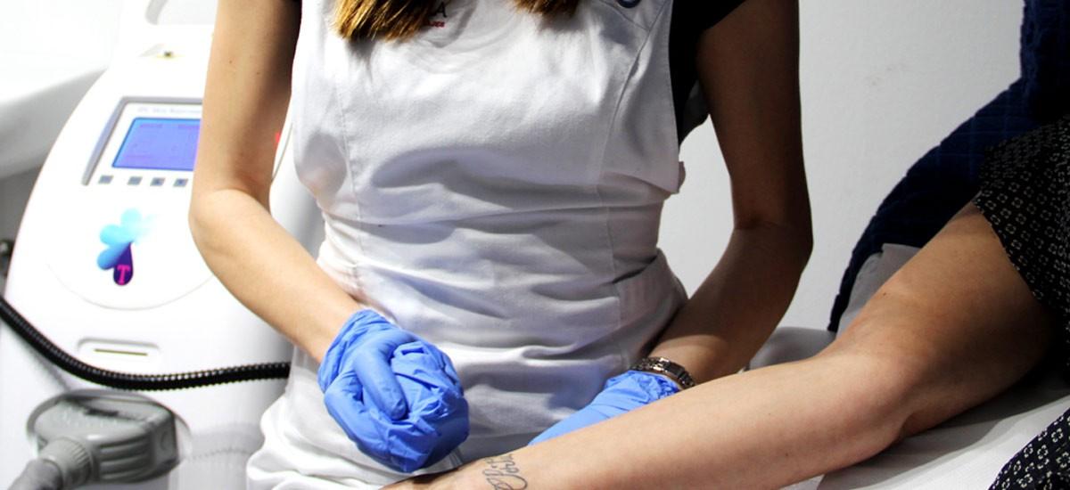 Vídeo ¿Por qué nos eliminamos los tatuajes y qué factores influyen?